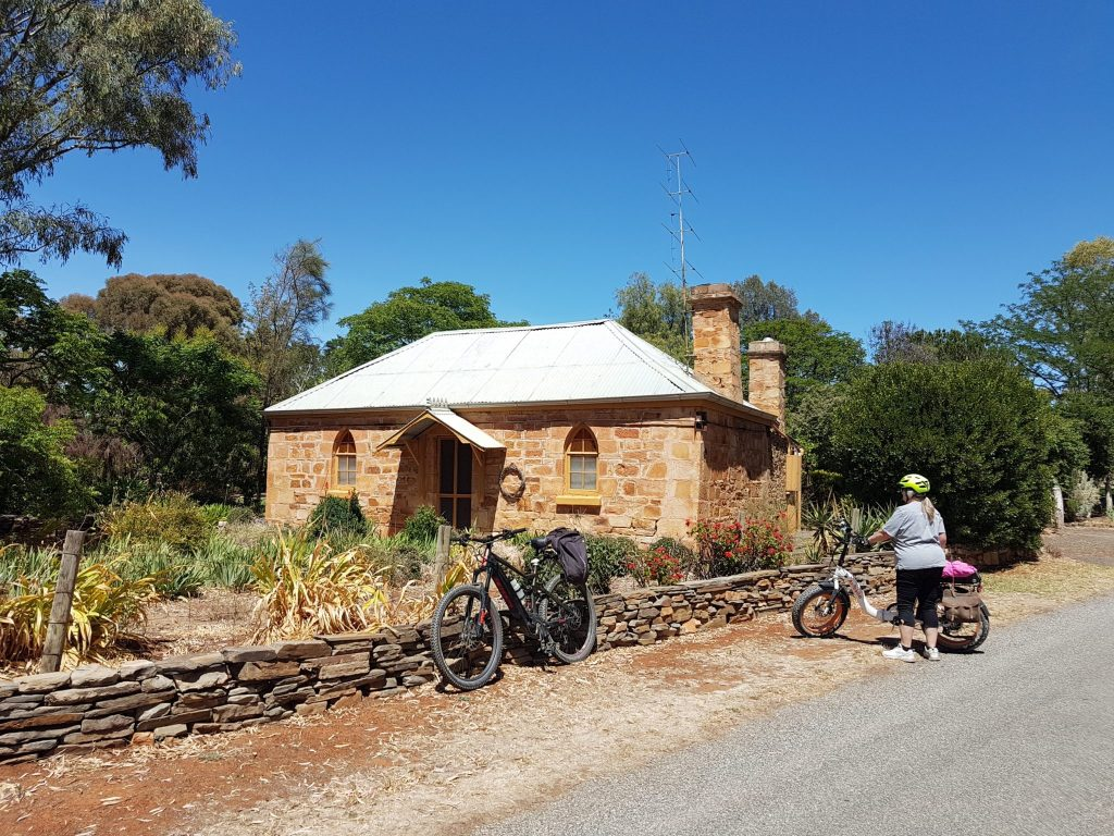 Lavender Cycling Trail (M2C) - Clare to Waterloo Historic cottage in Mintaro
