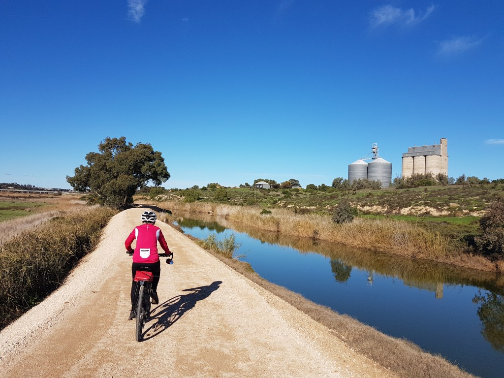 Lavender Cycling Trail (M2C) - Mount Pleasant to Murray Bridge - Levee bank - Rocky Gully Wetlands