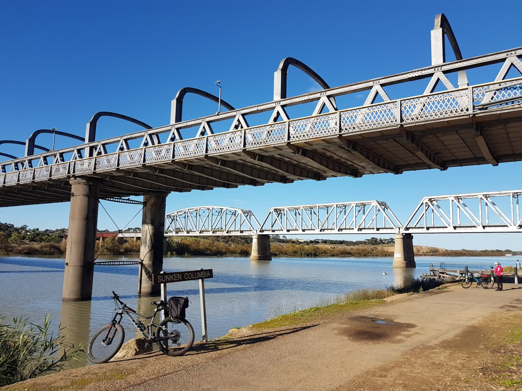 Lavender Cycling Trail (M2C) - Mount Pleasant to Murray Bridge - road and railway bridges at Murray Bridge